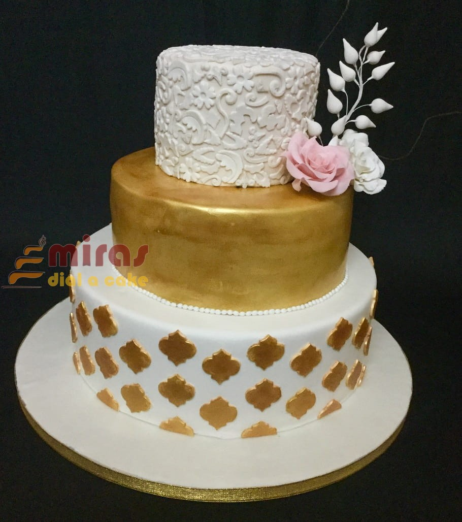 Wedding cake , Gold \u0026 White Theme