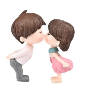 Kissing figurines Cake Topper