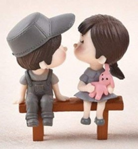 Cake Topper- Couple in Love on the bench in the park