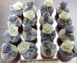 25th Anniversary CupCakes 10  nos