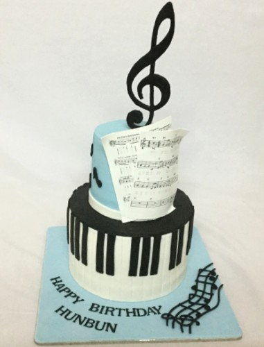 Music theme Birthday Cake.JPG